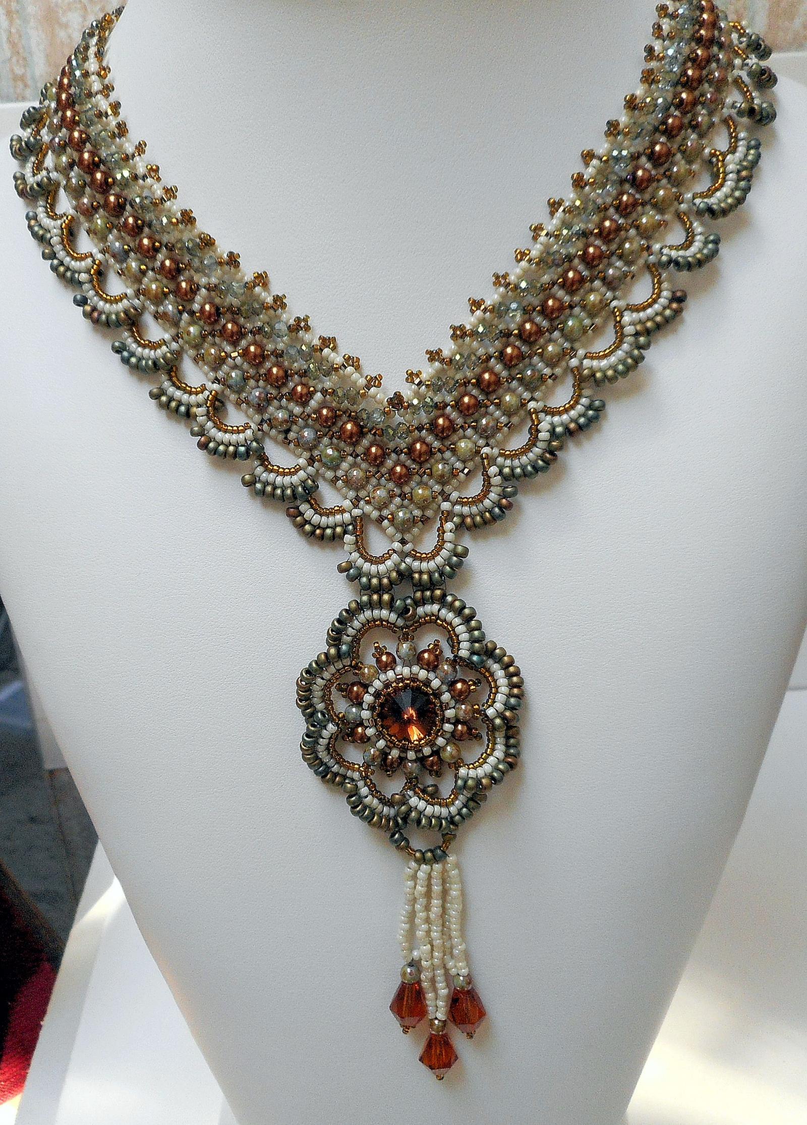 Beadweaving TUTORIAL Avalon Pendant Necklace | Twyla